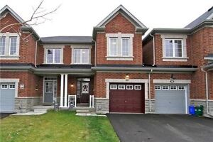 Beautiful 3 Bdrm Townhome in Richmond Hill! Avail: December 1st!