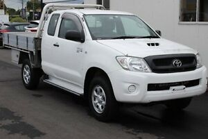 2010 Toyota Hilux KUN26R MY10 SR Xtra Cab White 5 Speed Manual Cab Chassis Devonport Devonport Area Preview