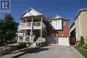 82 Crowther Dr Newmarket Ontario Home for sale!
