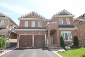 Newmarket Yonge&Green Ln 2Car-Garage 4Bedroom 3Washrrom Detached
