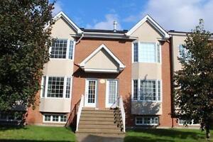 Maison de ville style Condo à vendre Fabreville Laval