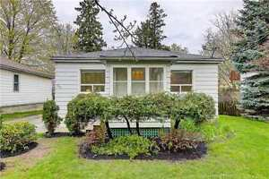 Newmarket Det Bungalow 2+1 Bed / 2 Bath - Fantastic Location!!