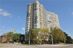 Renovated & Bright Large Corner Unit Located In Mississauga