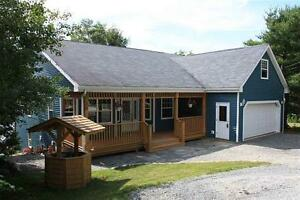 Lakefront Bungalow in Mount Uniacke ~ Lewis Lake