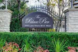 Beautifully Renovated 2 Bdrm Suite W/ Balcony At Lake Shore Blvd