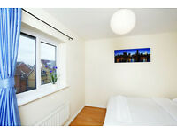 Wonderful Fully Contained En-Suite Bedroom in a house near the station - FREE WIFI and PARKING