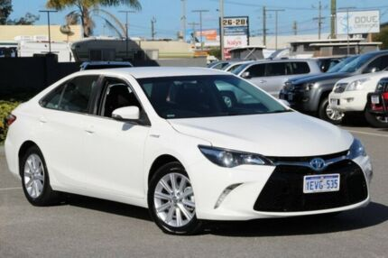 2015 Toyota Camry White Constant Variable Sedan