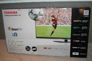 3D Smart HDTV with wireless internet keyboard