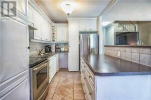 Spacious And Bright,4Beds,2Baths,2095 ROCHE CRT, Mississauga