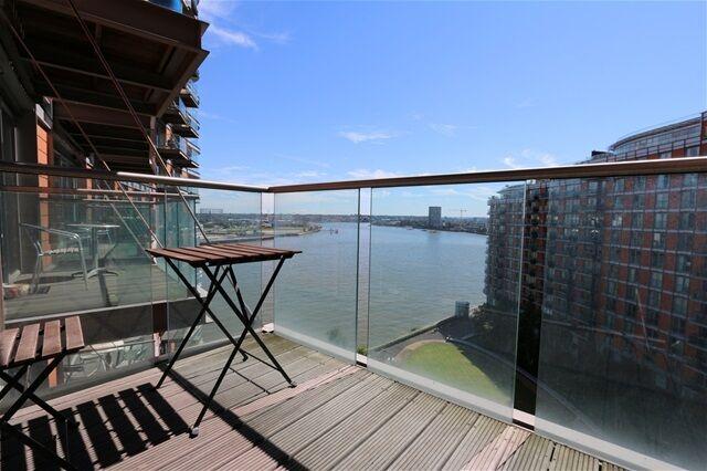 1 bedroom flat in Fairmount Avenue, Canary Wharf