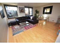 Bright and modern 2 bedroom 1st floor flat with concierge service in Bellevue available June