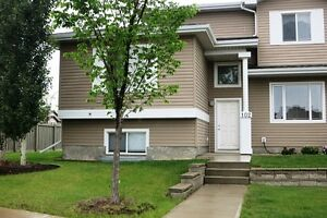 #1491 Townhouse in Cobblestone Court $1150 Avail Aug 1st