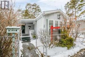 Just Listed! Charming and well cared for mobile home in Angus!