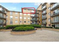 Balcony Double Room in flat,Feltham High Street,Heathrow 15min bus, fast train to Waterloo 25min