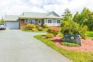 64 Country Lake Rd, 4bed 3bath Bungalow - Just Listed!