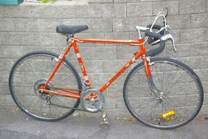 VELO/BIKE PEUGEOT 10 speed,27''wheels in excellent condition