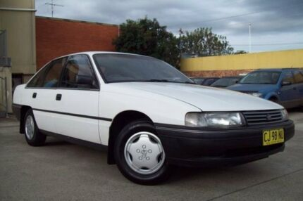 1991 Holden Commodore VN Executive White 4 Speed Automatic Sedan