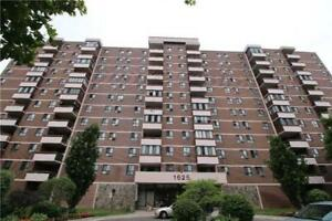 South Facing, Prime Mississauga Location. One Bus To The Subway,