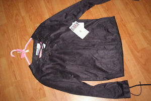 """NEW With Tags """"Bill Blass"""" Uniique Blouse London Ontario image 1"""