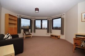 Bright and spacious, 1 bedroom flat in Meadowbank with resident parking available January