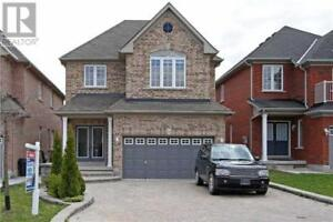 Detached house in Richmond Hill Ontario for rent-11 Escapade Dr