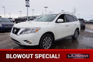 2016 Nissan Pathfinder 4X4 SV 7 PASSENGER Accident Free,  Heated