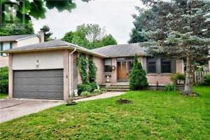 8 FORRESTWOOD CRES East Gwillimbury, Ontario