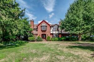 Beautiful detached house located by Niagara River for sale