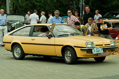 Ein echter Opel Manta geht nur mit Fuchsschwanz an der Antenne als Original durch (Philip Brechler (CC BY 2.0))