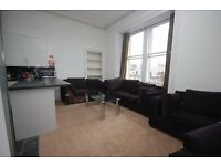 STUDENTS 17/18: Very large and bright 8 bed HMO flat with modern kitchen available September NO FEES
