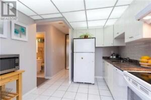 Amazing Location,2+1Beds,2Baths,155 HILLCREST AVE, Mississauga