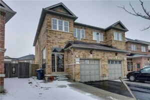 Incredible 3 Bedrm Home With Beauty Of Lakeland Village