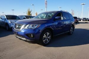 2017 Nissan Pathfinder 4X4 SV 7 PASSENGER Accident Free,  Heated