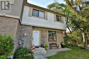Streetsville House - 3 Bed/Private Yard/Priced to Sell $474K!!
