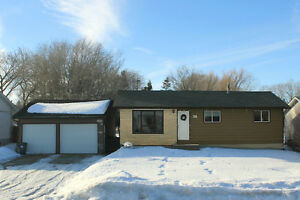 Great 4 Bdrm Bungalow w/Eat-in Kitchen in Ste. Anne, MB