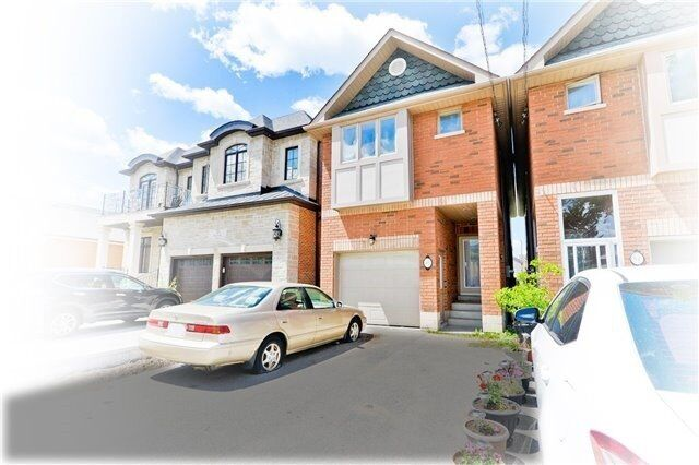 ➔ 3 Spacious Bright Bed Detached Home In Convenient Location