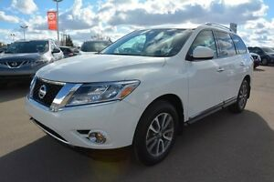 2013 Nissan Pathfinder SL FWD Leather,  Heated Seats,  3rd Row,