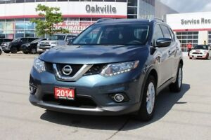 2014 Nissan Rogue SV w/Backup Camera, Panoramic Roof & Bluetooth