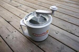 Donvier Manual Ice Cream Maker 1-Quart White