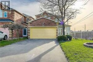 Detached Home in Scarborough 89 Scoville Square FOR SALE