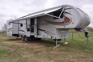 2012 Canyontrail 31FBHS with Aztec package
