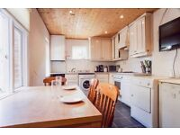 ''' Finally a stunning single room in MILE END !!!