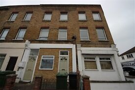 3 bedroom flat in Bovill Road, Honor Oak
