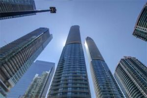 Stunning 1 Bedroom Corner Suite Located Steps From Harbourfront!