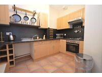 STUDENTS 17/18: Spacious 4 bedroom HMO flat located in Meadowbank available August - NO FEES!