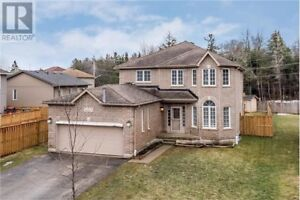 Detached house 3400 square feet with Huge Backyard (Borden)