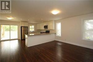 Keswick south- Modern & spacious 3 bedroom apartment May 1st
