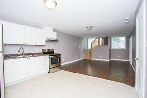 NEWLY RENOVATED LEGAL 2 BDRM + DEN IN SOUTH BARRIE (HOLLY)