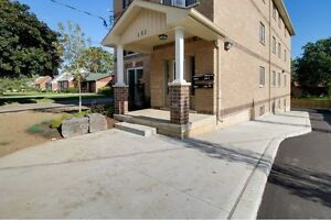 Individual Bedrooms or Group Rates for Students! 5 bed/2 bath Kitchener / Waterloo Kitchener Area image 2