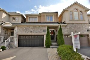 Fabulous Freehold Townhouse In Oakville - Iroquois Ridge North